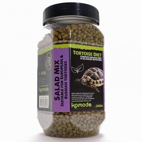 <b>Komodo Tortoise Diet Salad Mix 340g - pokarm dla żółwi</b><br /><br /><p>Komodo Tortoise Diet to kompleksowa dieta, która została sformułowana, aby zapewnić pełną dietę dla popularnych europejskich gatunków żółwi domowych, takich jak: czerwonolicy, grecki, stepowy czy błotny.<br />Zawiera zrównoważoną zawartość witamin i minerałów, jego smak oraz zapach jest uwielbiany przez wszystkie żółwie, a postać granulek ułatwia podawanie, dzięki czemu karmienie jest niezwykle proste.</p>