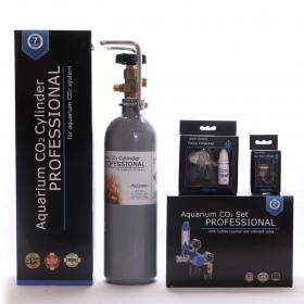 <b>Zestaw CO2 Aquario BLUE Professional (z butlą 2l)</b><br /><br /><p><span>Zestaw BLUE Professional to kompletny system CO2 z elektrozaworem, który jest gotowy do użucia praktycznie zaraz po wyciągnięciu z pudełka. Sercem zestawu jest kompaktowy reduktor stworzony z myślą o akwarystyce, wyposażony w zintegrowany elektrozawór, metalowy licznik bąbelków oraz zaworek precyzyjny.</span></p>